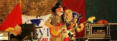 Charlie Daniels entertains U.S. Trrops